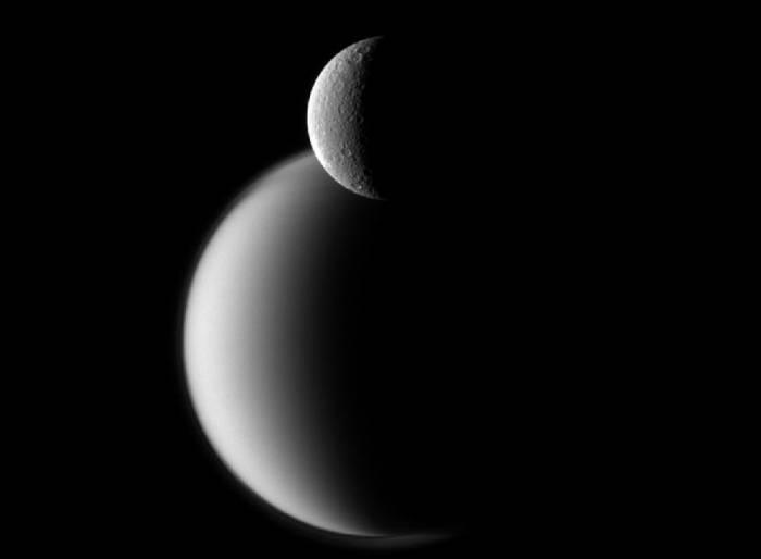 Титан и Рея. Фото NASA/JPL-Caltech/Space Science Institute