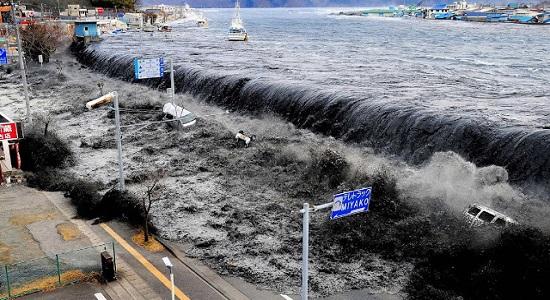 самое разрушительное цунами
