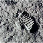 нога на Луне