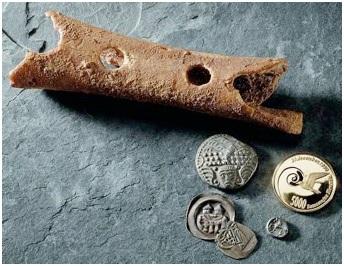 Доисторическая флейта из костей