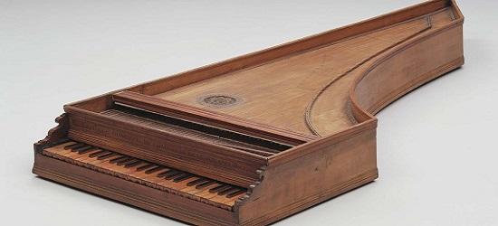 первый клавишный музыкальный инструмент