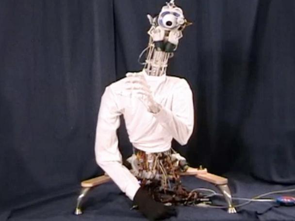 робот похожий на человека