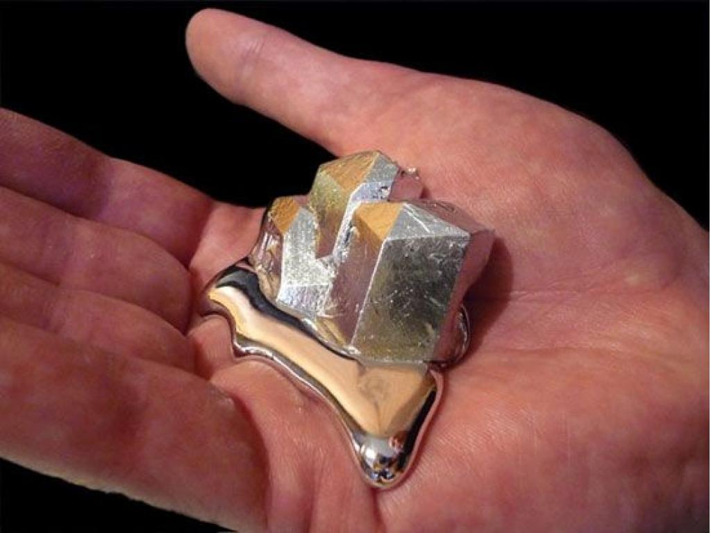 металл который плавится в руке