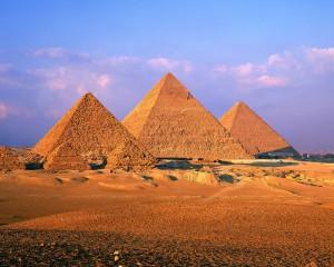 страна пирамид